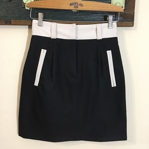 French Connection Black and White Mini Skirt with Welt Pockets Size 4